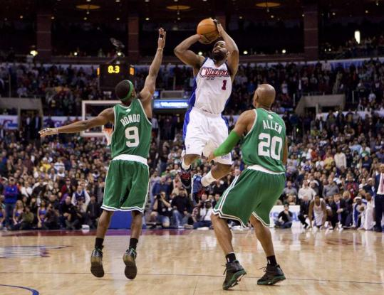 Baron Davis gets final say in his duel with Rajon Rondo, hitting a last-second jumper to lift the Clippers.