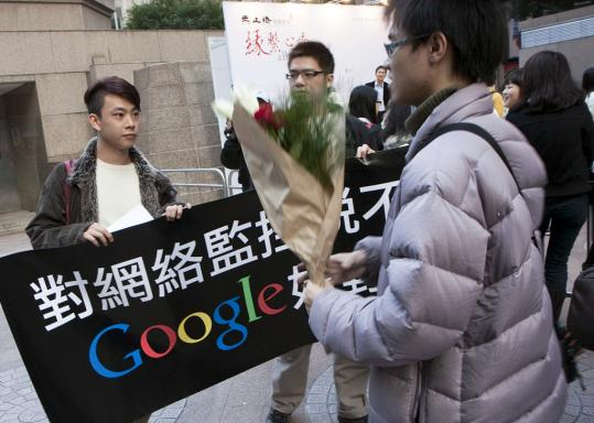 Hong Kong activists unfurled a banner yesterday supporting Google in its censorship dispute with China. Supporters also left flowers and notes at Google's offices in China.