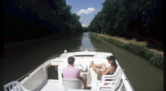 On the Canal Latéral à la Loire, between Briare and Digion.