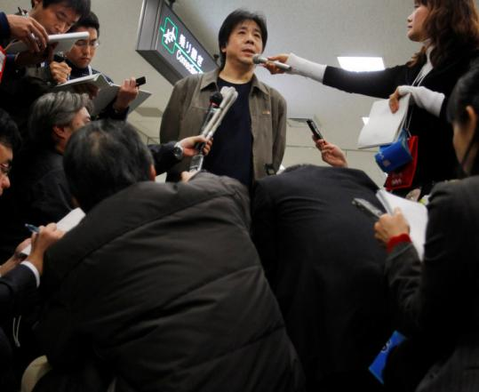 Chinese activist Feng Zhenghu spoke to reporters yesterday at Narita International Airport near Tokyo, where he has camped out for more than 90 days as a protest.