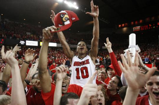 Freedom Hall's finale will be remembered for Edgar Sosa and Louisville beating No. 1 Syracuse.