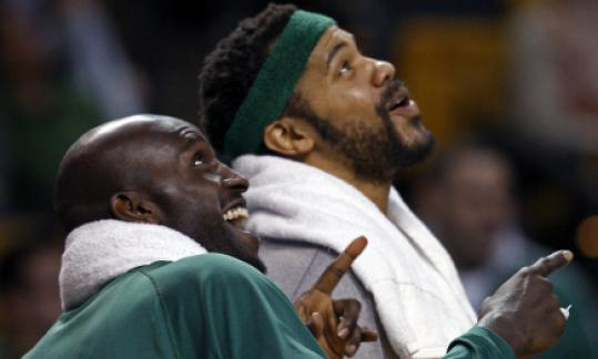 Win safely in hand, Kevin Garnett and Rasheed Wallace enjoy a video.