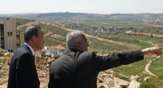 UN Secretary General Ban Ki Moon was escorted by Palestinian Prime Minister Salam Fayyad to an observation point yesterday during a tour of Ramallah.