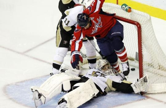 Washington's Mike Knuble puts the puck and Marc-Andre Fleury into the net in the second.