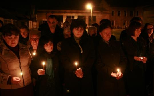 In Beslan yesterday, people held candles to commemorate the victims of twin suicide bombings in the Moscow subway. The nation observed an official day of mourning.