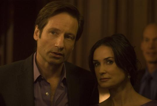"David Duchovny and Demi Moore influence neighbors to buy products in ""The Joneses.''"