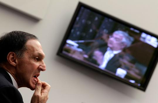 Richard Fuld (left), the former chief executive officer of Lehman Brothers, faced questions from Representative Barney Frank, chairman of House Financial Services Committee yesterday.
