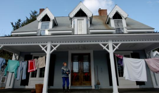 Peggy Brace asked the Concord Town Meeting to support the use of clotheslines, and to bar homeowners' associations from standing in the way of line-drying.