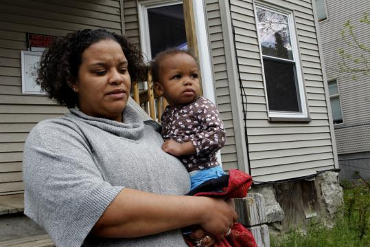 Nicole MacFarland, with her daughter Danielle Johnson, tried to persuade some relatives to fill out the census.