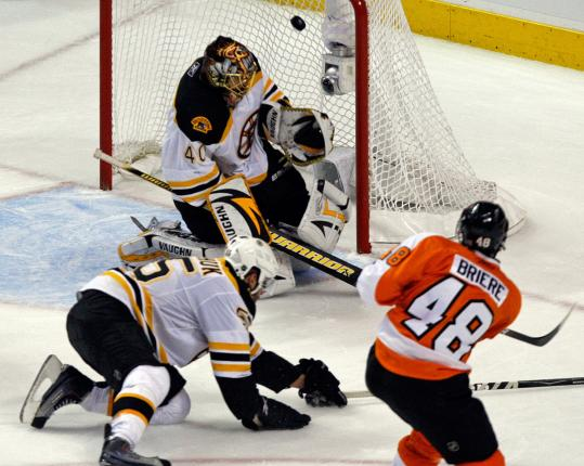The Flyers&#8217; Danny Briere got one past Johnny Boychuk and Tuukka Rask to give the Flyers a 2-0 lead in the second period.