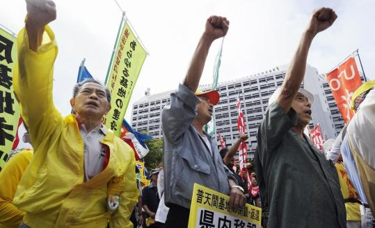 Protesters demonstrated in Naha yesterday against the continued presence of a US military base in Okinawa. The people of Okinawa have long complained about the noise, jet-crash dangers, and crime worries that come from hosting the base.