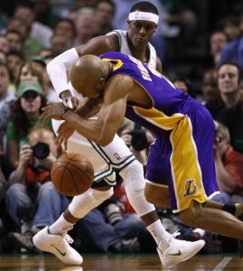 Lakers guard Derek Fisher couldn't find the handle against Rajon Rondo in the first quarter.