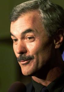 Dwight Evans, who won eight Gold Gloves in 19 years with the Sox, will be honored by the Sports Museum of New England.