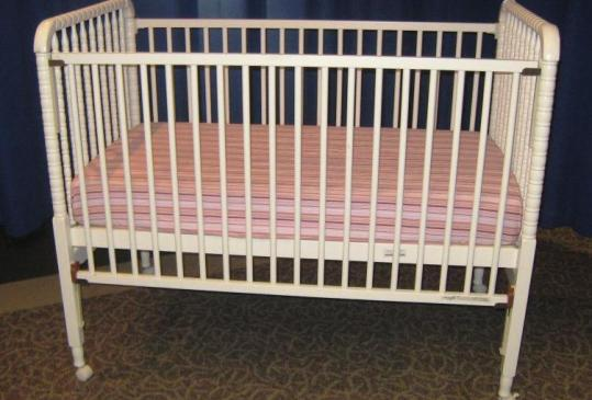 Federal regulators voted yesterday to ban drop-side cribs after a recall of more than 2 million of the products last week.