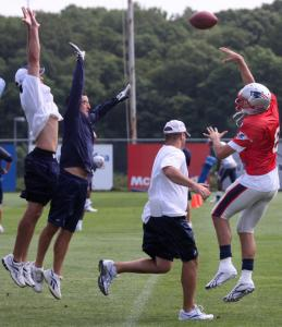 With Patriots personnel coming unchecked, backup QB Brian Hoyer had to unload quickly during a practice drill.