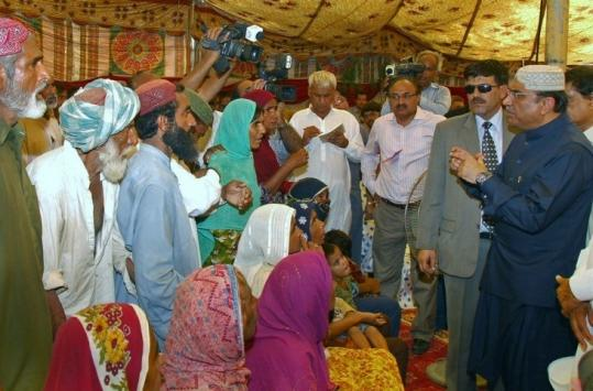President Asif Ali Zardari of Pakistan talked to flood survivors during a visit to a relief camp in Sukkur yesterday.