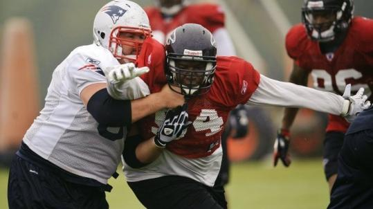 Falcons defensive tackle Peria Jerry works against Patriots center Ryan Wendell (left) during the teams' joint practice.