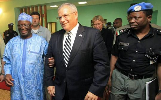 The US special envoy to Sudan, J. Scott Gration (center), met with the special representative of UN-African Union peacekeepers in Darfur, Ibrahim Gambari (left), in Khartoum last month.
