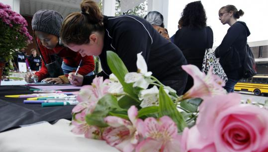 Rutgers University students signed condolence cards yesterday for the family of Tyler Clementi, the freshman who jumped to his death from the George Washington Bridge.