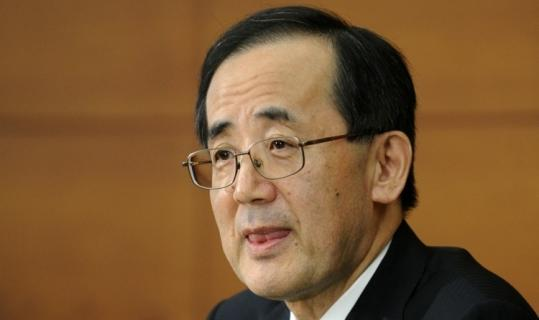 Masaaki Shirakawa, Bank of Japan governor, took questions during a news conference at headquarters in Tokyo.