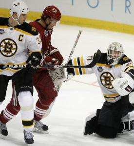 Tim Thomas (29 saves) kept his eyes on the puck all game, including denying Shane Doan's tester, to lead the Bruins.