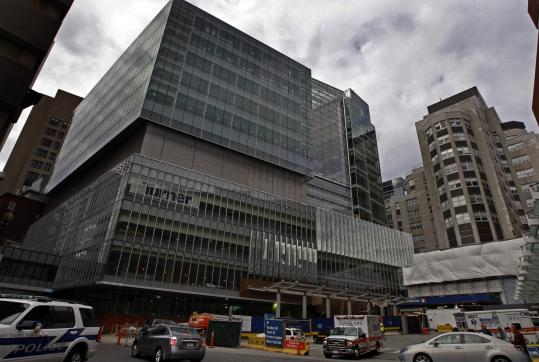 The donations will pay for Mass. General's $579 million, 10-story tower, which is scheduled to open next summer.