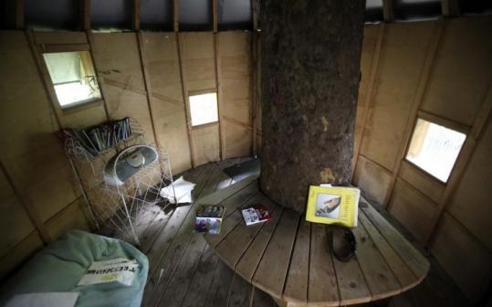 Melinda Hackettu0027s Backyard Treehouse In New York Cityu0027s Greenwich Village  Neighborhood Is Stocked With Comic Books