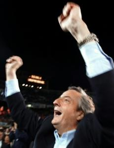 Néstor Kirchner greeted supporters in Buenos Aires.