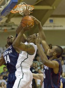 UConn&#8217;s Alex Oriakhi (34) and Charles Okwandu make it tough for Michigan State&#8217;s Delvon Roe to get a shot off.