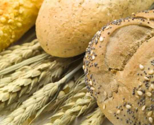 Low glycemic index foods include whole-grain breads or pasta.