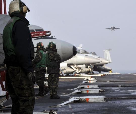 A Super Hornet jet fighter lined up for a landing on the aircraft carrier USS George Washington yesterday during a joint exercise with South Korea in the waters south of Yeonpyeong Island.