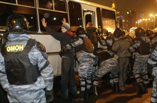 Riot police detained right-wing protesters yesterday after scuffles erupted outside Moscow's Kievsky train station, a popular location with merchants who are natives of the Caucasus.