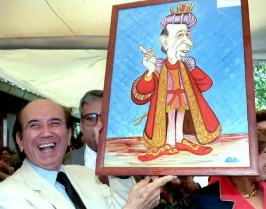 Carlos Andr&#233;s P&#233;rez showed off a caricature that he received for his 73d birthday in Caracas in 1995. Mr. P&#233;rez, who survived two coup attempts in 1992, died yesterday, his daughter said.