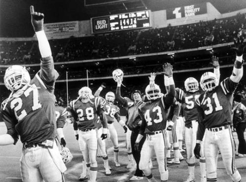 1985: The first Super Bowl team After quarterback Tony Eason struggled to start the season and suffered a shoulder injury in Week 6, wily veteran Steve Grogan came off the bench and led the Patriots to six consecutive wins. But then Grogan broke his leg in a 16-13 overtime loss to the Jets, and Eason was back at QB. The Patriots advanced to the playoffs after clinching the wild card by beating the Bengals in the last game of the season. All-Pro linebacker Andre Tippett (16 sacks) led a defense that featured Pro Bowl cornerback Raymond Clayborn and safety Fred Marion.