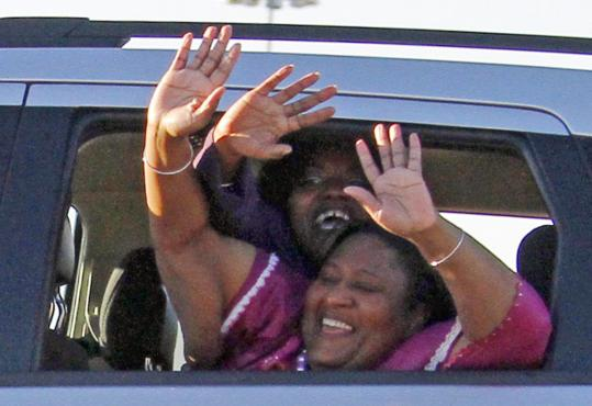 Jamie, foreground, and Gladys Scott left a Mississippi prison yesterday, after serving 16 years for armed robbery. Gladys Scott has one year to donate a kidney to her ailing sister.