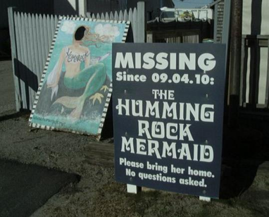 A sign near Scituate's Humming Rock Gifts pleads for a stolen mermaid's return — but what's that behind it?