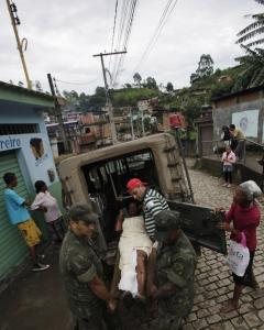 Brazilian soldiers tended to a mudslide victim in Nova Friburgo yesterday. The known death toll stood at 626 people, though officials fear it will rise as remote areas are finally reached.