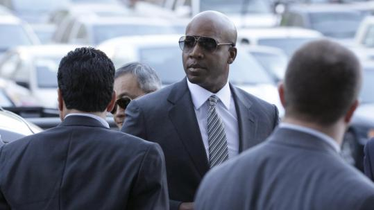 Barry Bonds walks into a federal courthouse in San Francisco for a hearing for the former slugger's upcoming perjury trial.