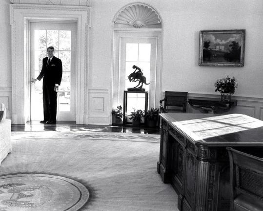 reagan oval office. Outgoing President Ronald Reagan Looks Back At His Desk One Last Time Before Leaving The Oval Office I