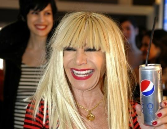 "Fashion designer Betsey Johnson holds up the Diet Pepsi new ""skinny'' can for Fashion Week."