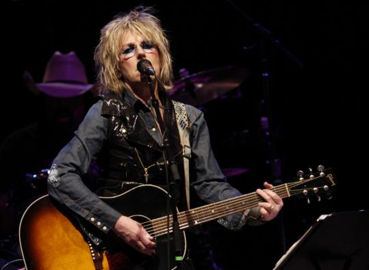 Lucinda Williams mixed old and new material during her show at the House of Blues.