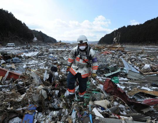 A rescue worker walked through rubble in Minamisanriku, Miyagi Prefecture, yesterday. The death toll rose to more than 7,200, Japan's National Police Agency said today.