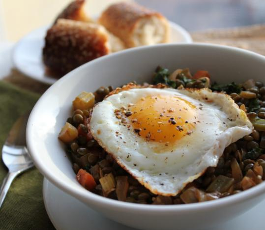 Braised lentils with fried eggs - The Boston Globe