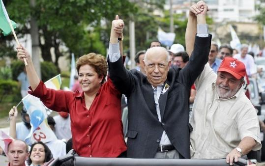 Vice President Jos&#233; Alencar (center) with candidate Dilma Rousseff and President Luiz In&#225;cio Lula da Silva last year.