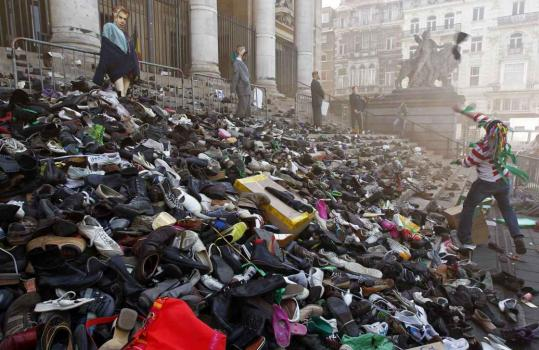A worker threw his shoes at the stock exchange building in Brussels yesterday as part of a protest against the country's having no official government, its 289th day in a stalemate.