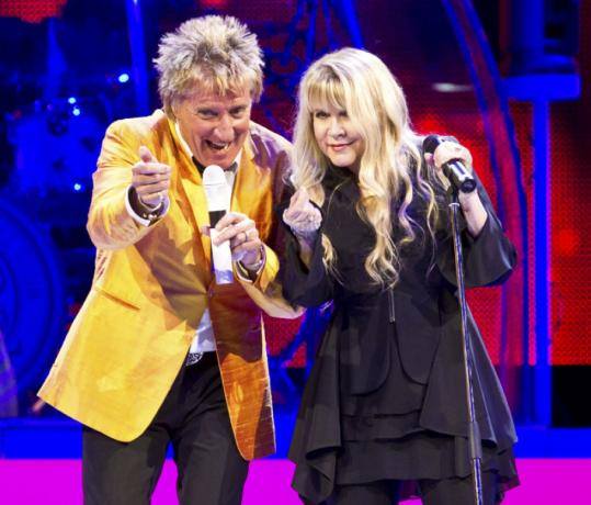 "Rod Stewart and Stevie Nicks teamed up to sing two of his songs, ""Passion'' and ""Young Turks,'' last night during their show at TD Garden."