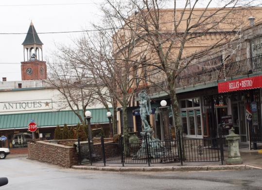 In downtown Putnam, several restaurants offer al fresco dining on a shared patio.
