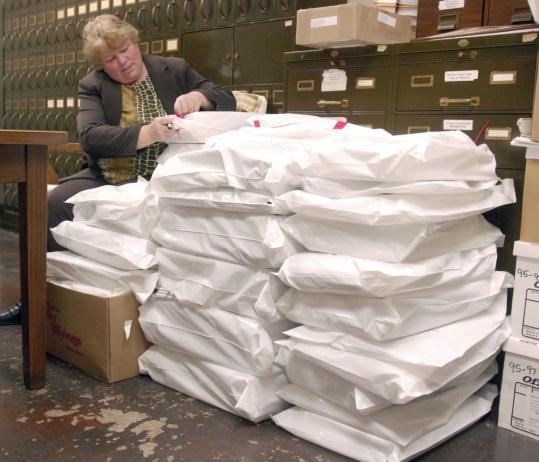 Donna Deuster, assistant city clerk in Racine, Wis., verified bags of ballots yesterday. More than 15,600 votes were cast in the city.