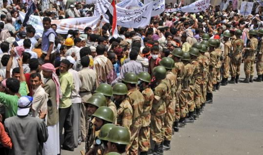 Yemeni soldiers formed a cordon yesterday as antigovernment demonstrators rallied in Taiz.