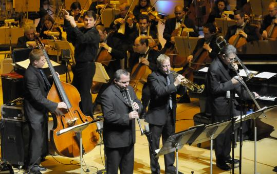 "Keith Lockhart led the Dukes of Dixieland and the Boston Pops during last night's Mardi Gras-themed concert, with music by Allen Toussaint and Meade ""Lux'' Lewis."